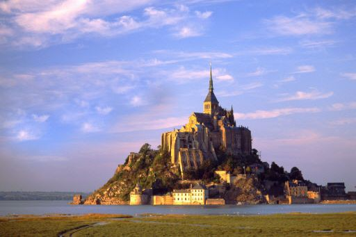 Le mont Saint-Michel, en Normandie, haut lieu du... (PHOTO ARCHIVES AFP)