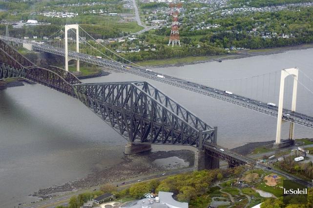 Les ponts de Québec et Pierre-Laporte... (Photothèque Le Soleil, Steve Deschênes)