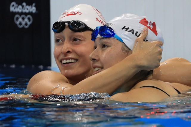 Katerine Savard (à gauche), du Canada, et Siobhan... (Photo Dominic Ebenbichler, REUTERS)