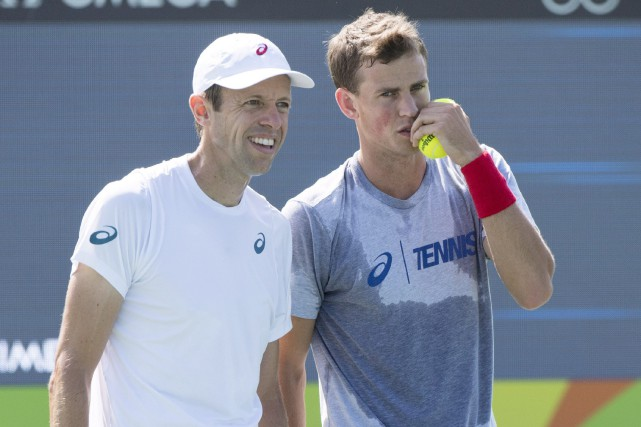 Daniel Nestor et Vasek Pospisil... (Photo Ryan Remiorz, PC)