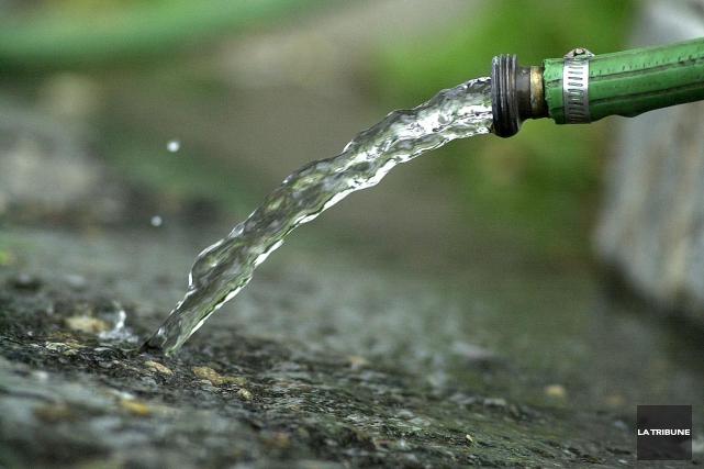 Ayant noté une augmentation de la consommation d'eau potable lors des dernières... (Archives, La Tribune)