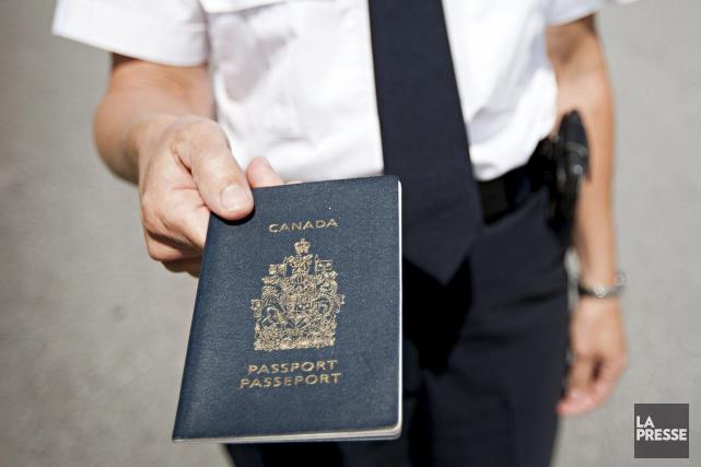 Au moins deux des passeports contrefaits parHarbi Mohamoud... (Anne Gauthier, Archives La Presse)