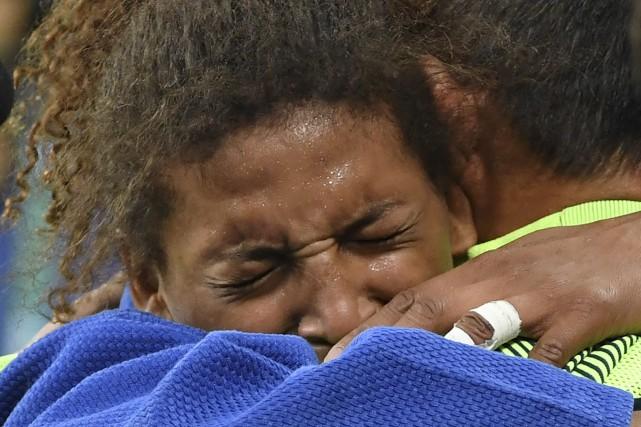La Brésilienne Rafaela Silva n'a pu contenir ses... (AFP Toshifumi Kitamura)