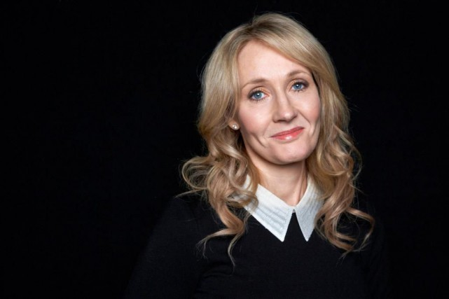 J.K. Rowling a tweeté à ses 10 millions... (PHOTO ARCHIVES AP)