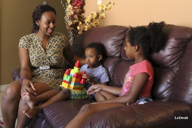 :Fausia Koulamallah et ses cinq enfants, dont Ismail... (Patrick Woodbury, LeDroit)