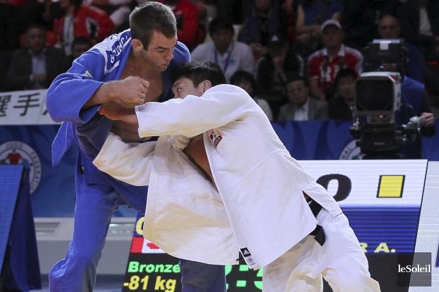 Antoine Valois-Fortier (à gauche), médaillé de bronze à... (Photothèque Le Soleil)