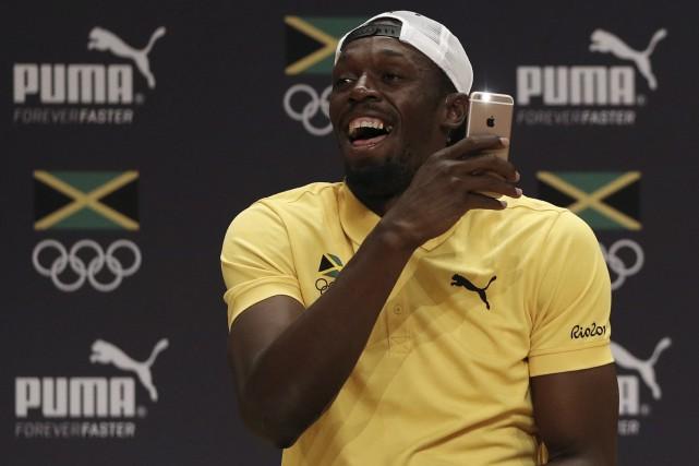 Usain Bolt s'est amusé ferme devant les journalistes,... (AFP, Adrian Dennis)