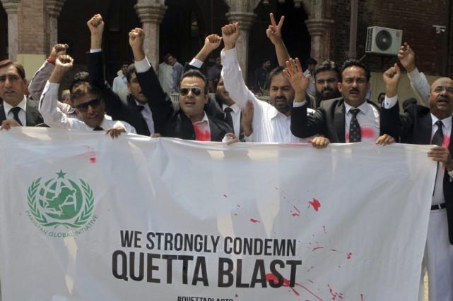 Des manifestations ont été organisées dans de nombreuses... (Photo K.M. Chaudary, Associated Press)