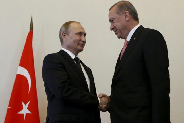 Vladimir Poutine et Recep Tayyip Erdogan se sont... (Photo SERGEI KARPUKHIN, REUTERS)