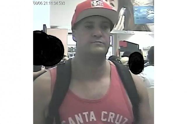 Vers 21 h 15, le suspect s'était présenté... (PHOTO FOURNIE PAR LE SPVM)