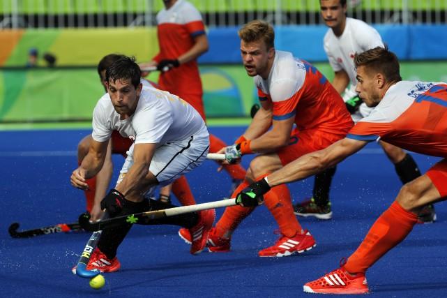 Le Canada a subi une défaite de 7-0... (Photo Dario Lopez-Mills, AP)