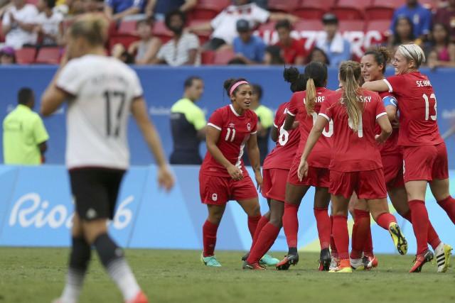 Les Canadiennes ont remporté une victoire de 2-1... (Photo Ueslei Marcelino, REUTERS)