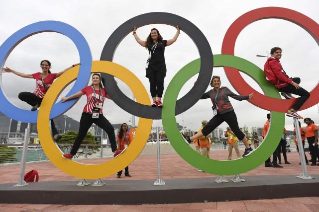 C'est parti ! Des visiteurs prennent la pose... (AFP, Kirill Kudryavtsev)