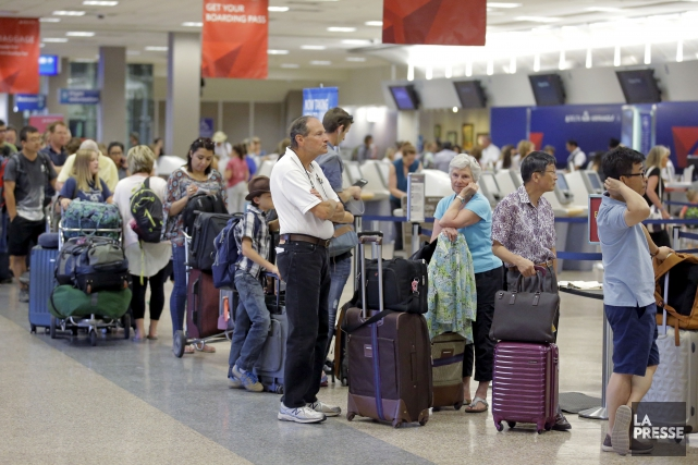 Les files d'attentes s'allongeaient mardi à l'aéroport de... (AP, Rick Bowmer)