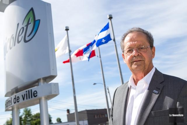 Le maire démissionnaire de Nicolet, Alain Drouin, posant... (Olivier Croteau, Le Nouvelliste)
