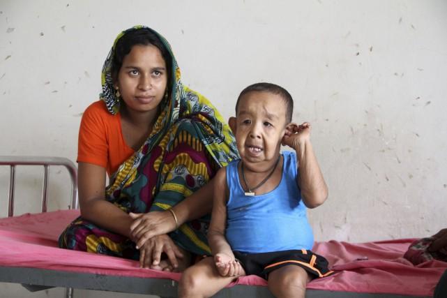 Bayezid Shikdar est né avec un excès de... (AFP)