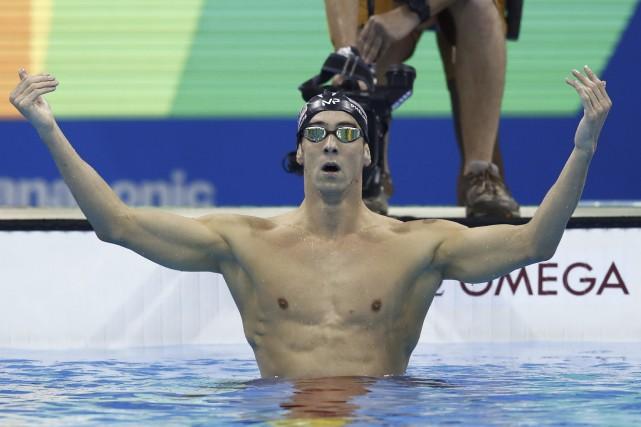 L'Américain Michael Phelps pavoise après la conquête d'une... (AFP, Odd Andersen)