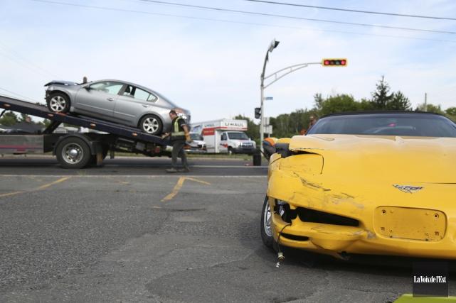 Sous la force de l'impact, la Corvette jaune... (Julie Catudal, La Voix de l'Est)