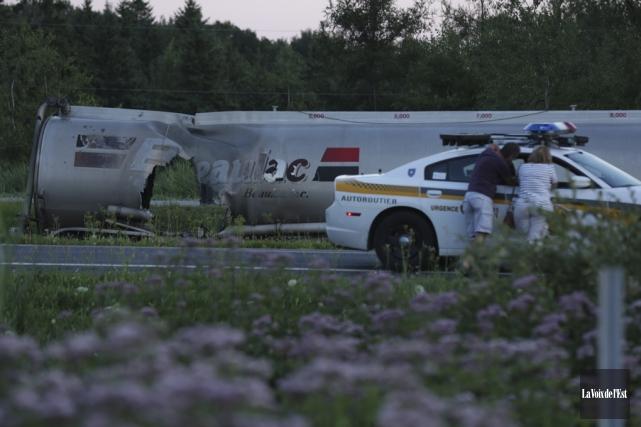 L'enquête de la SQ se poursuit dans l'accident... (Archives La Voix de l'Est, Catherine Trudeau)