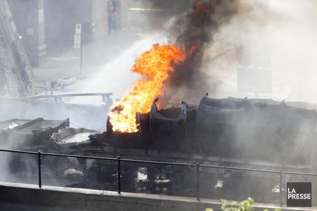 Le conducteur d'un camion-citerne est mort et six... (La Presse, Olivier Jean)