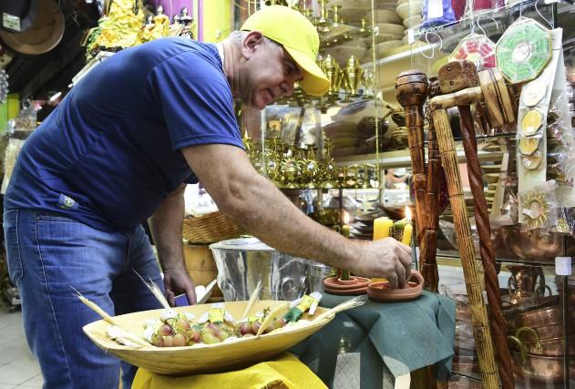 Helio Sillman, propriétaire d'une boutique spécialisée dans la... (AFP, Tasso Marcelo)