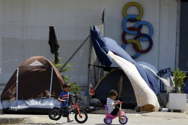 Actuellement des réfugiés et migrants de diverses nationalités,... (PHOTO Thanassis Stavrakis, AP)