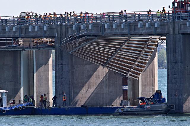 Le contremaître mort en travaillant sous l'estacade du pont Champlain, le 15...