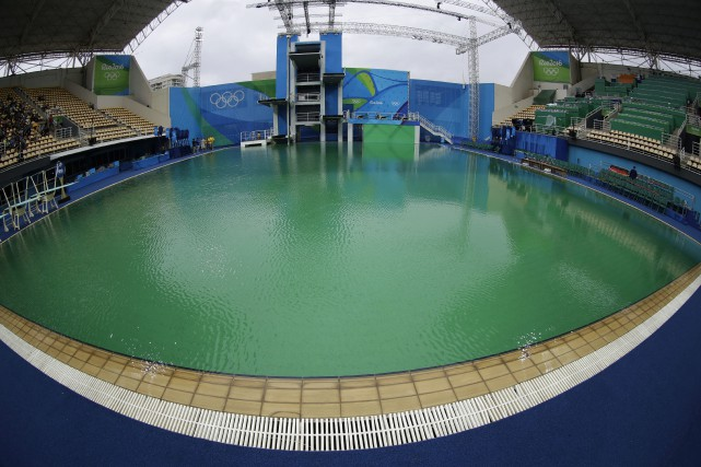 L'eau du bassin olympique du plongeon a tourné... (Photo Matt Dunham, AP)