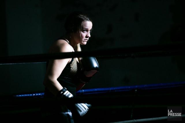 À 31 ans, la boxeuse Ariane Fortin s'apprête... (PHOTO OLIVIER JEAN ET MARTIN TREMBLAY, LA PRESSE)