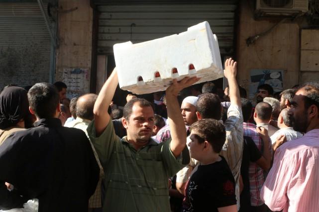 Des centaines de milliers de civils sont désormais... (Photo Abdalrhman Ismail, REUTERS)
