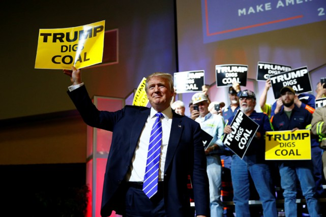 Donald Trump a manifesté son soutien pour l'industrie... (PHOTO REUTERS)