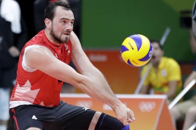 Nicholas Hoag sera en action jeudi en volleyball... (AP, Jeff Roberson)