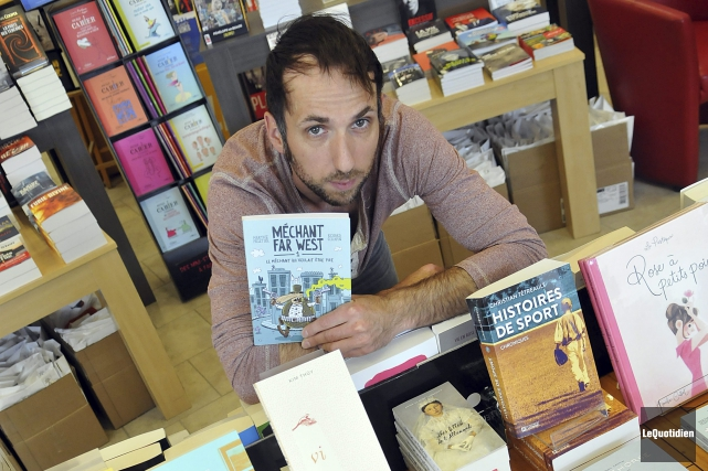 Le libraire Olivier Boisvert... (Photo Le Quotidien, Rocket Lavoie)