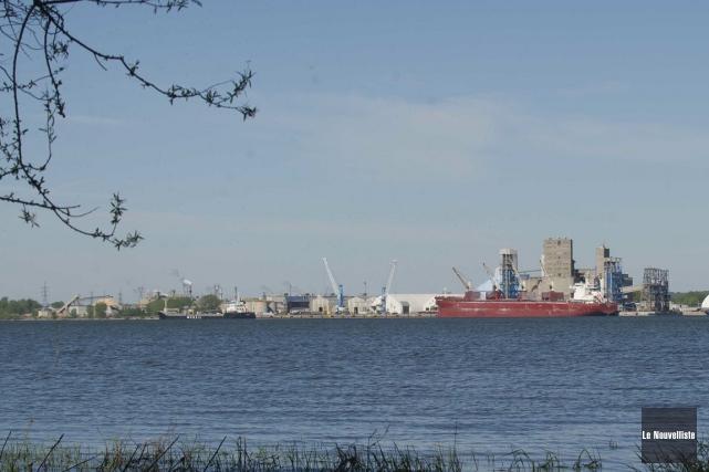 Les travaux de modernisation du port de Trois-Rivières... (Sylvain Mayer, Le Nouvelliste)