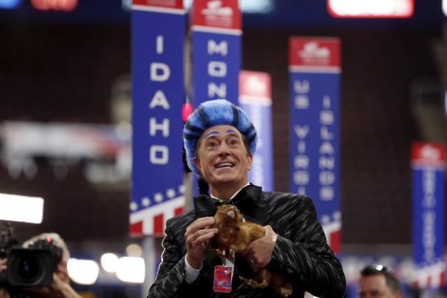 Stephen Colbert a présenté son talk-show en direct... (AP)