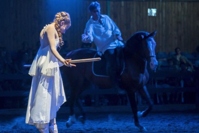 Le nouveau spectacle de Caval'Art, La légende de... (Spectre Média, Marie-Lou Béland)