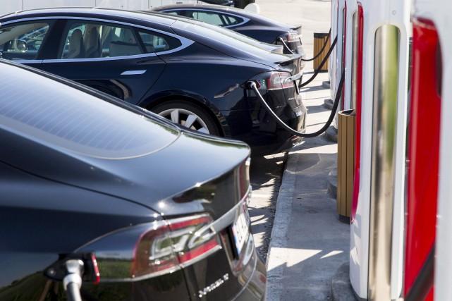Des voitures Tesla Model S en cours de... (La Presse canadienne, Tore Meek)
