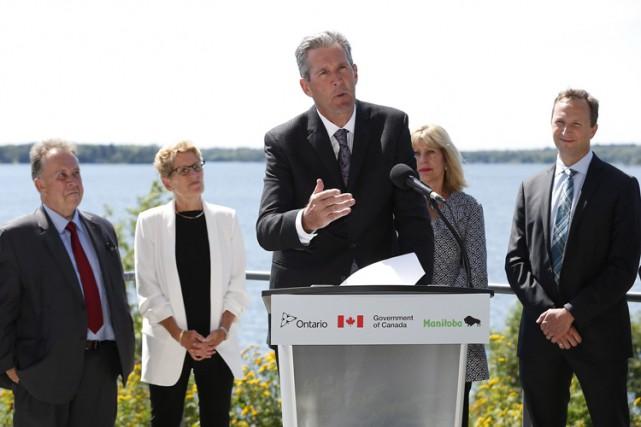 Le premier ministre du Manitoba Brian Pallister s'exprime... (THE CANADIAN PRESS)
