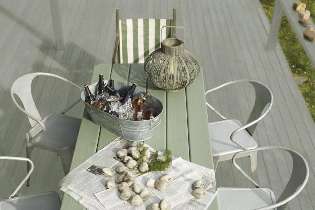 La terrasse est recouverte d'une teinture Arborcoat au... (Fournie par Benjamin Moore)