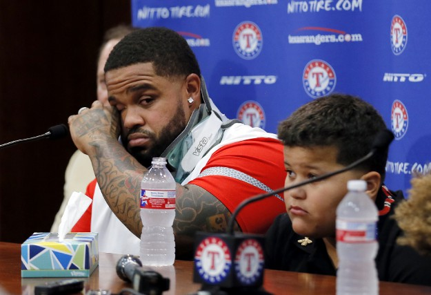 Il y avait beaucoup d'émotion pour Prince Fielder... (AP, Tony Gutierrez)