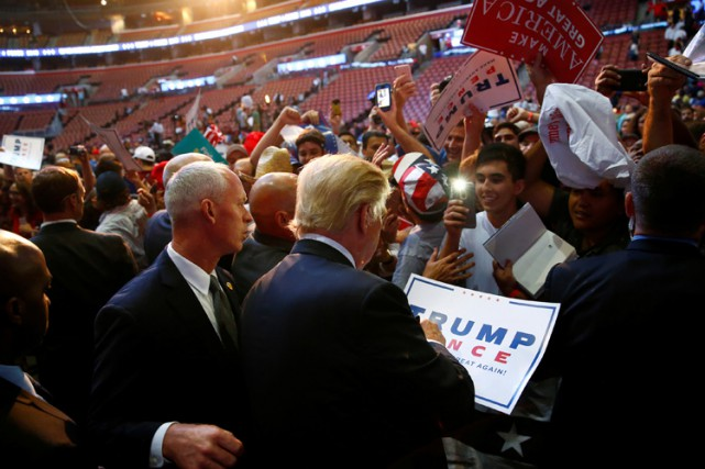 Donald Trump profite d'un bain de foule au... (PHOTO REUTERS)