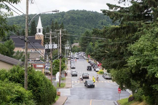 La rue de l'Église à Val-David accueille résidants... (Photo Hugo-Sébastien Aubert, La Presse)