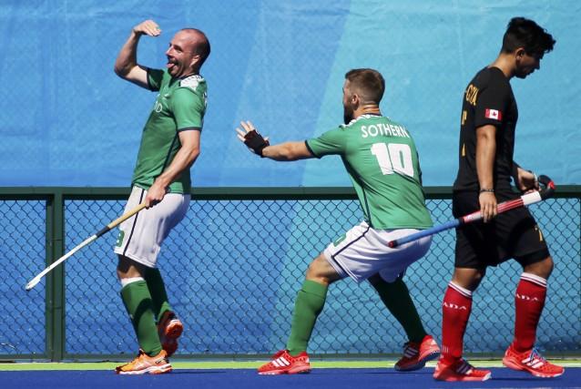 Peter Caruth (Irlande) célèbre après avoir marqué le... (PHOTO SERGIO MORAES, REUTERS)