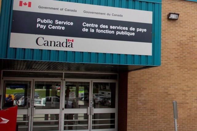 Le nouveau système de paie automatisé Phénixsupervise la... (PHOTO Ron Ward, PC)