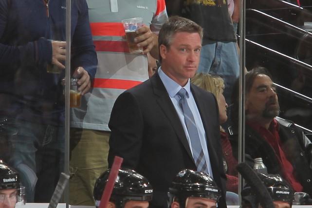 Patrick Roy a quitté ses fonctions d'entraîneur-chef et... (Photo NHLI via Getty Images)