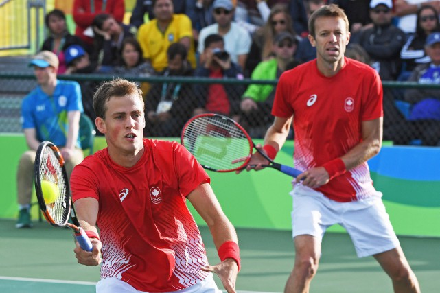 Vasek Pospisil et Daniel Nestor... (Photo Ryan Remiorz, PC)