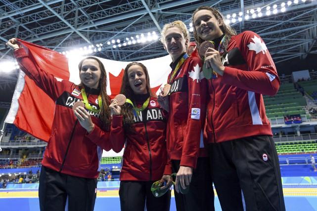 Katerine Savard (deuxième à gauche), entouréede ses partenaires... (La Presse canadienne, Sean Kilpatrick)