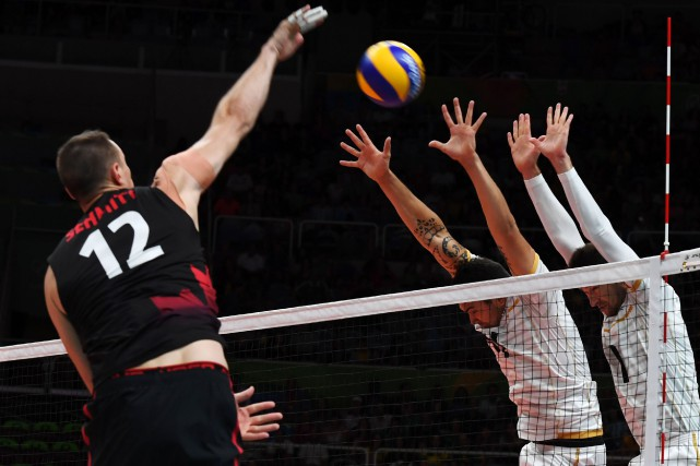 Le Canada s'est incliné en trois manches contre... (Photo Vanderlei Almeida, AFP)