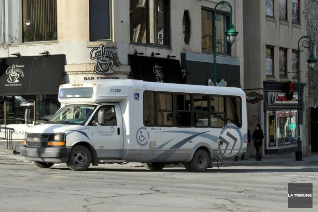 Quel est le véritable enjeu du financement au transport adapté? Équilibrer les... (Archives, La Tribune)