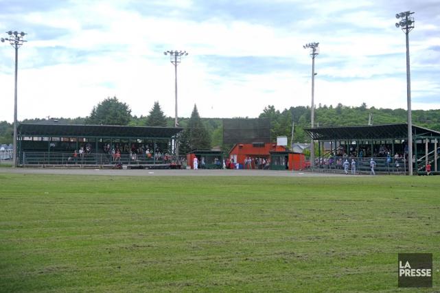 L'ancien stade de baseball de Saint-Tite.... (Stéphane Lessard)